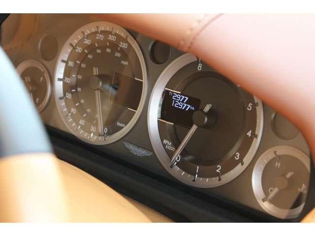 アストンマーティン ラピード S タッチトロニック3 (オニキスブラック)