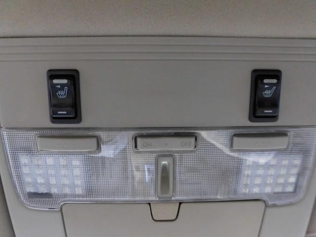 内装も各LED装着済みですよ!!運転席・助手席の両側にシートヒーター装備です!これで冬の革シートでも安心して快適にドライブ出来ますよ♪!!