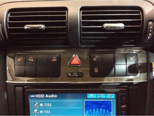 ★センター吹き出し口付近には、フロントシートヒーター・ドアロック・コーナーセンサー・ESPの各スイッチがございます♪