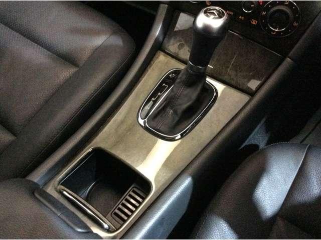 ★シフトレバーには、走行モードを選択できるスイッチがございます♪Cモード・Sモード・Mモードの3種類がございます♪