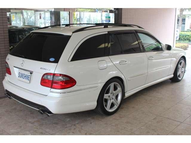 正規ディーラー車、正規ディーラー整備記録簿付です。ボディーカラーは新車時メーカーオプションのミスティックホワイトパールです。