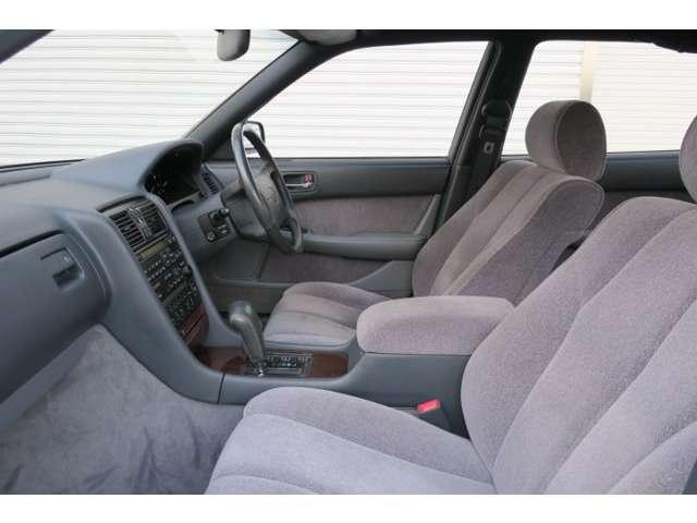 禁煙車。嫌な臭いもなく清潔感溢れる車内です