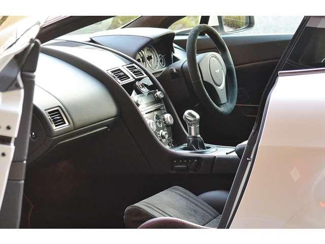 アストンマーティンV12ヴァンテージ5.9D車 6速MT カーボンブレーキ東京都の詳細画像その11