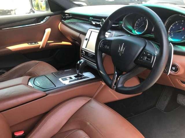内装はキャメル本革シートで運転席・助手席シートヒーター・クーラー装備!純正SDナビ・バックモニター・電動シート・プッシュスタート・ETC・高級感あふれるインテリアが大きな魅力のひとつでございます。