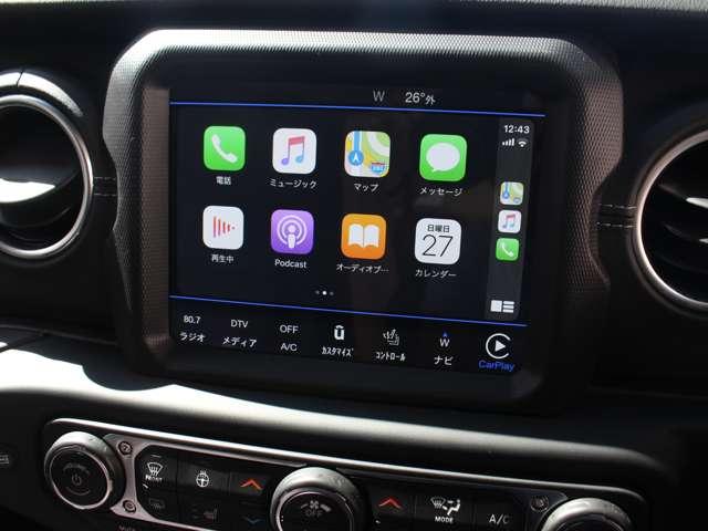 8.4インチのフルカラーディスプレイに最新世代の「Uconnect」を採用し、スマートフォンの各種機能を車載機器で操作できるようにする、Apple CarPlayやAndroid Autoに対応しております。