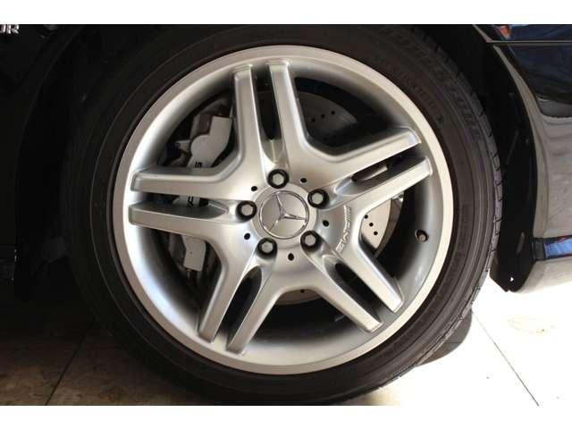 AMG強化ブレーキシステム&ダブルスポーク18インチアルミホイール装着車です。詳しくは弊社ホームページをご覧ください。http://www.sunshine-m.co.jp