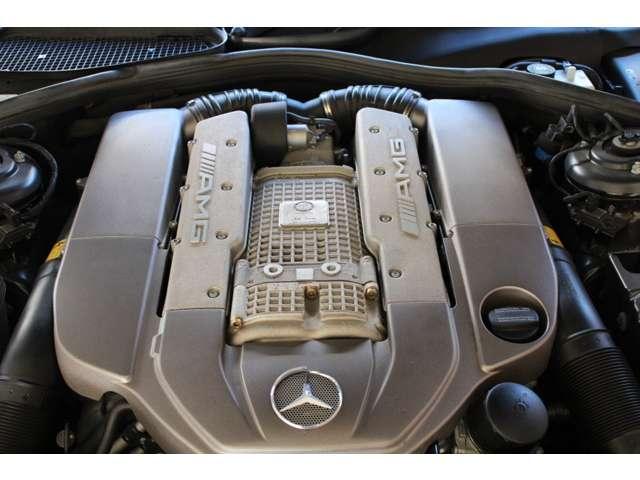 エンジンはAMG製V8-5.5Lスーパーチャージド500PS(カタログ値)です。お問い合わせは全国フリーダイヤル0066-9711-094846までお気軽にお問い合わせ下さいませ。