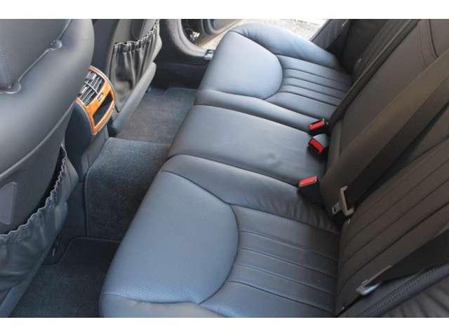 リアシートもブラックナッパレザー、シートヒーター、ベンチレーター装着車です。使用感等殆ど無く、禁煙車です。お問い合わせは全国フリーダイヤル0066-9711-094846までお気軽にお問い合わせ下さいませ。