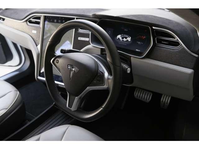 自動運転支援システム「高速道路限定で車線維持と走行速度を自動調整」。ウインカーで自動車線変更可能。