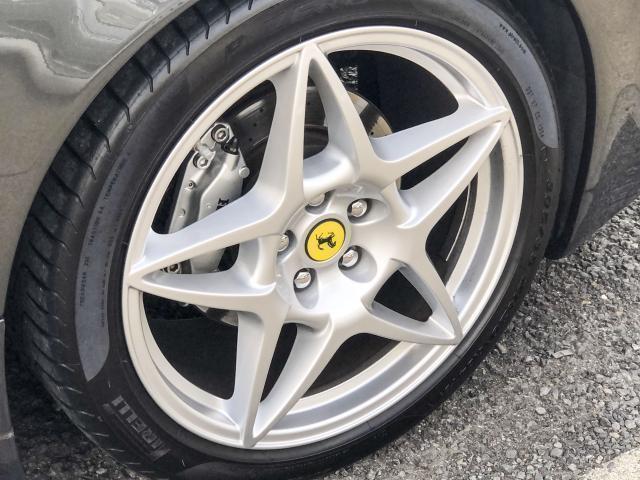 599用ホイール。前後ともにワンサイズアップしております。F18R19→F19R20インチ。タイヤは2017年製ピレリ8部以上あります