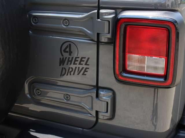 ウィリス特別装備になります「4 WHEEL DRIVE」リヤゲートデカール。