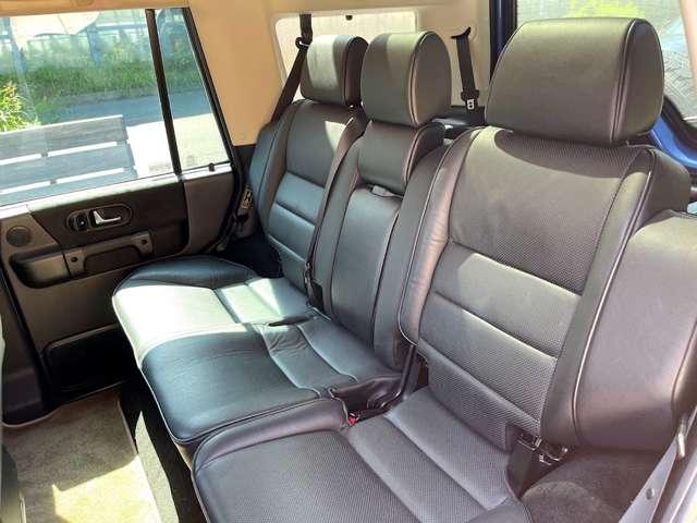 内装とシートのコンディションは9万Km走っているとは思えないくらいのグッドコンディションです。
