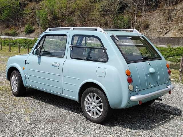 今の車には無い、レトロでクラシックなデザインです。