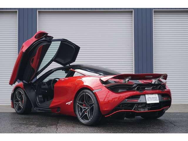 スポーツエキゾースト 826,000円 スペシャルカラー・ブレーキキャリパー RED 191,000円 車両リフトシステム<フロントのみ> 359,000円