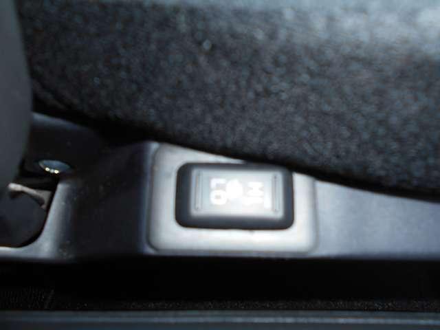 シートヒーター付きなので寒い時快適に運転できますね^^