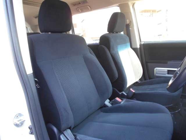 運転席のシートの状態も良いですよ^^