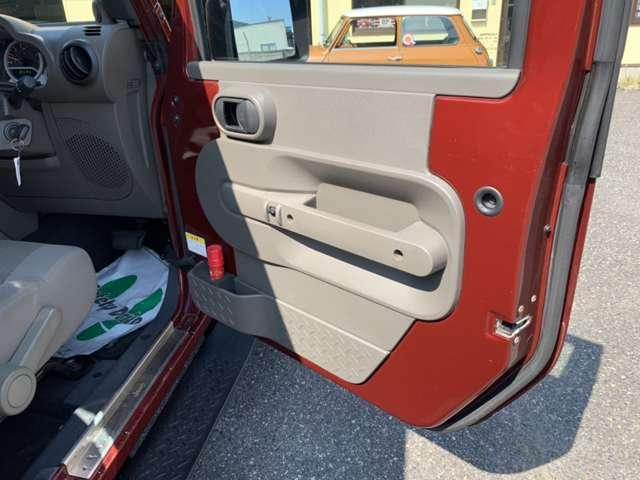 シートなどの内装に使用感が見られるものの、目立つ様なダメージは無く綺麗な状態で、空調などの主要装備類に動作不良などの故障は有りません!