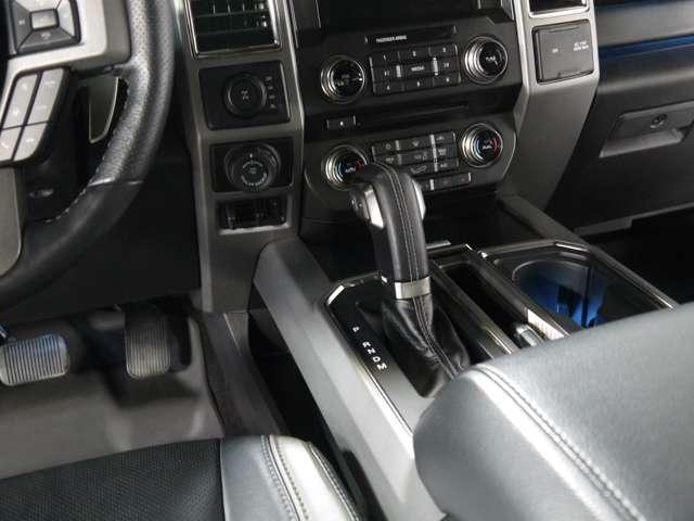 トレーラーバックアップシステム搭載!トレーラーを引いている際のバック駐車を自動で行ってくれるシステムです!