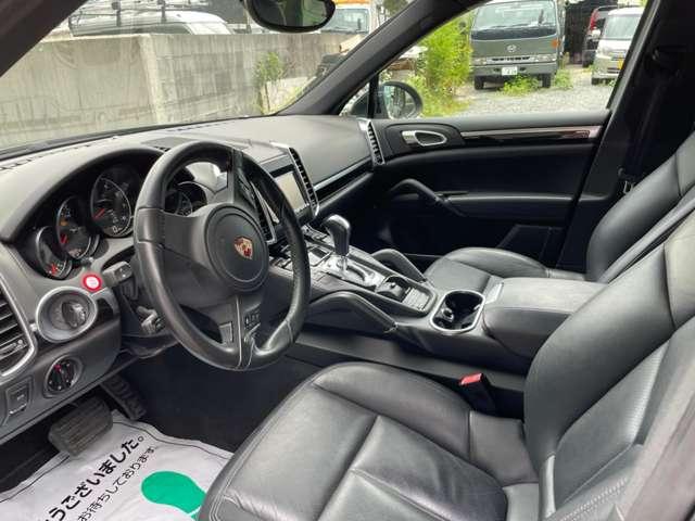■当店は、必要経費を最小限に抑えることで、少しでもお客様に安く提供できるよう努めております。 お車購入は姫路市にある【Auto Shop Sivax/オートショップシバックス】へ!!