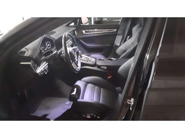 18way 電動アダプティブシートであらゆる角度調節が可能です。¥255,000 シートヒーター、シートベンチレーションも付いています。