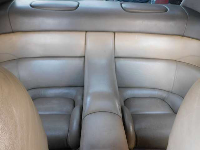 ★リヤシートはあまり使用感ありません!特徴的なシートです!