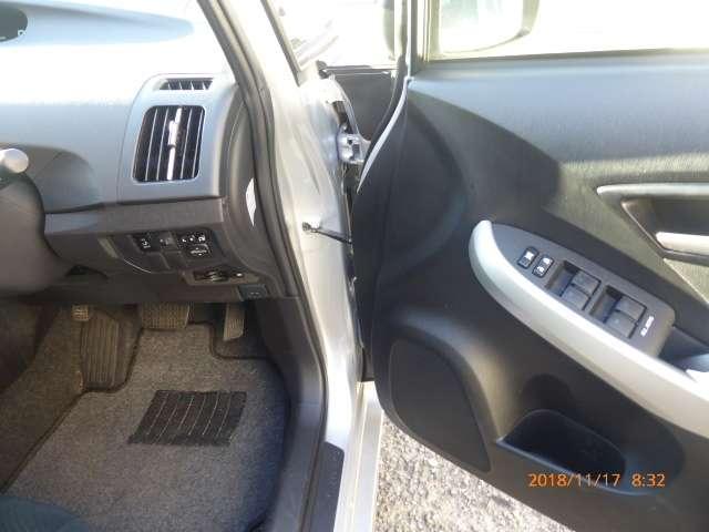 トヨタ プリウス 1.8 L 中古車在庫画像16