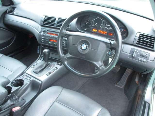 BMW 3シリーズ 320i 中古車在庫画像10