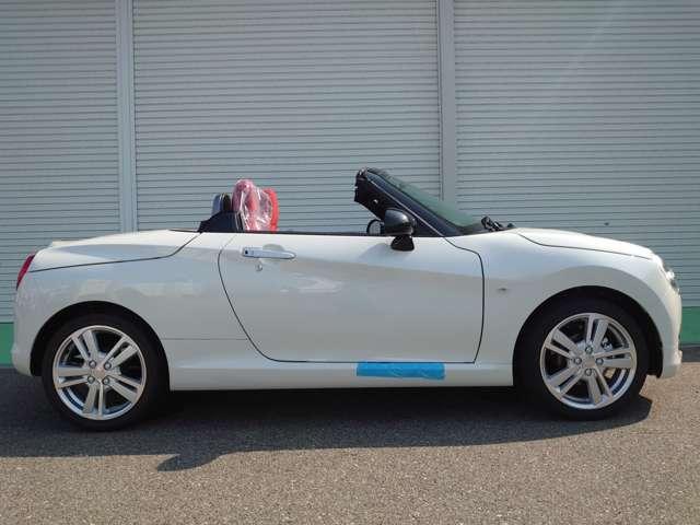 【限定10台のみ】 フルセグSDナビ・ETC・マットが付いた特別パック♪売切れ御免>。<!!全て新車販売になります ※パールホワイト等、特別塗装色をご希望の場合は別途22,000円~お選び頂けます