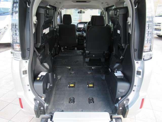 トヨタ ヴォクシー 2.0 X ウェルキャブ スロープタイプI 車いす2脚仕様車 中古車在庫画像2