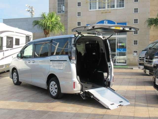 トヨタ ヴォクシー 2.0 X ウェルキャブ スロープタイプI 車いす2脚仕様車 中古車在庫画像8