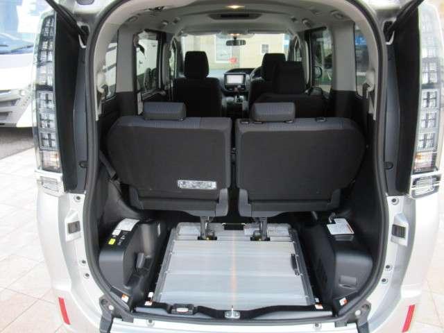 トヨタ ヴォクシー 2.0 X ウェルキャブ スロープタイプI 車いす2脚仕様車 中古車在庫画像10