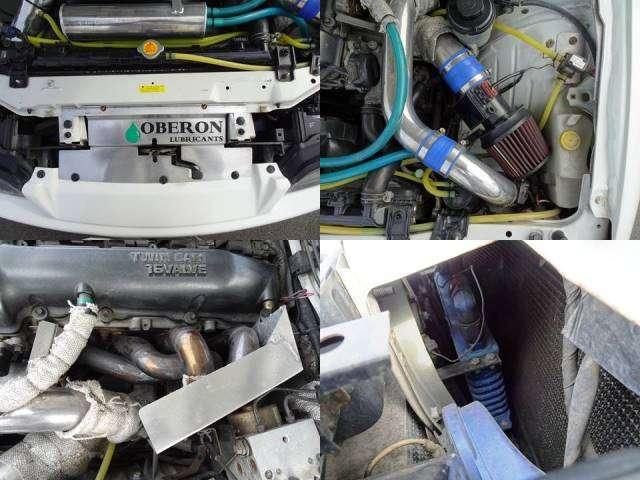 タービン交換に伴い、ラジエーターやオイルクーラーに前置きインタークーラー等の冷却系、Z32エアフロ、アルミサクションパイプ、エキマニ等の吸排気系等の見直しがされています。