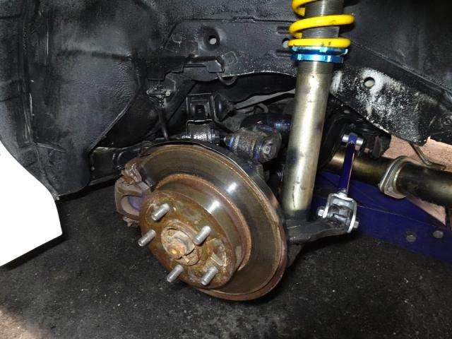 リヤの足回りはオーリンズ車高調にクスコアッパーアーム・トーコントロールロッドが変更見直しがされています。