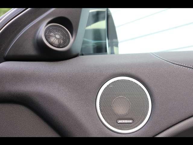 Meridianサウンドシステム。英国老舗メーカーのMeridianサウンドシステムを搭載。澄んだ高音や大迫力の重低音を車内で堪能できます。