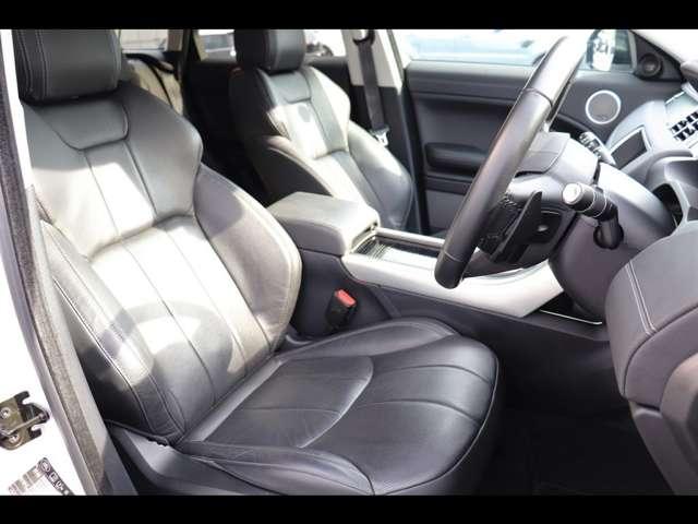 ドライバーの疲労を最小限に抑えるように設計されたシートでドライブをお楽しみください。