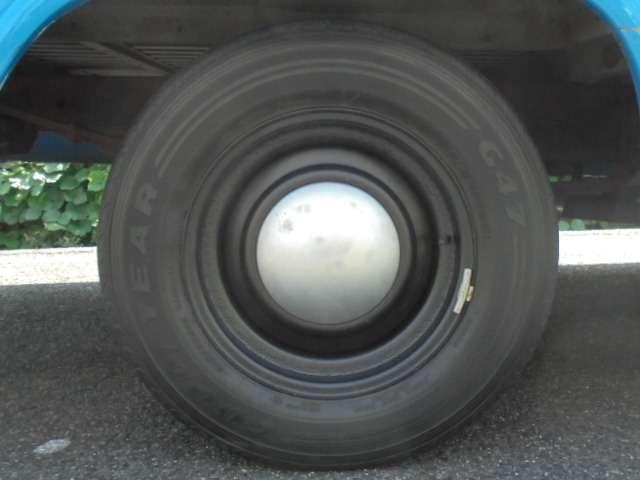 タイヤサイズ 215/70R15