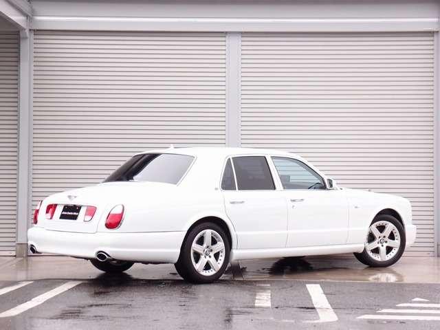 正規ディーラー コーンズ車の入庫!希少価値の高いホワイト外装色にダイヤモンドキルティング仕上げのブラックレザーシート装備。新車オプションサンルーフ、ピアノブラックパネルなど希少価値の高い一台となります