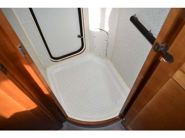 フリールームです。荷物の収納などにも大活躍しますね。いざと言う時に便利なポータブルのトイレを置いても良いと思います!