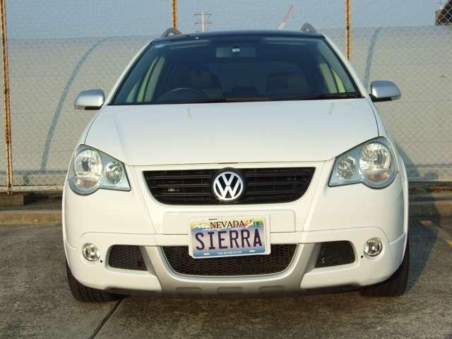 2008年式VWクロスポロとなっております。ライムからホワイトに全塗装されております。