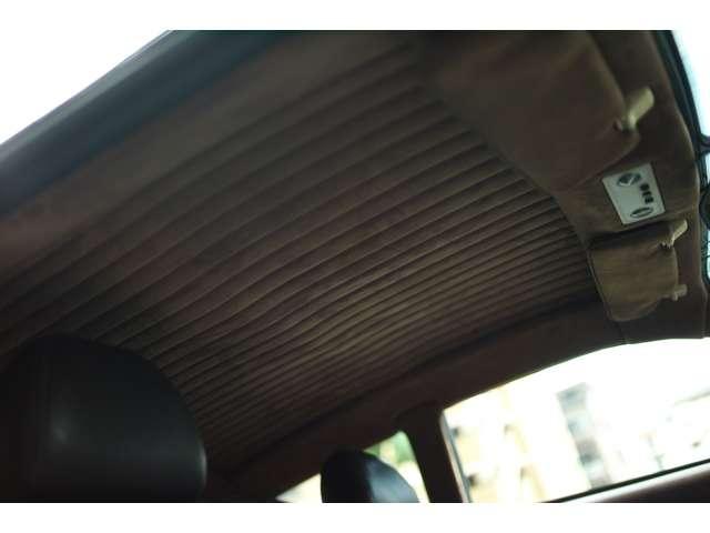 豪華なルーフライニングも綺麗な状態です。 Aston Martin DB7 Zagato 世界限定99台(008/099)