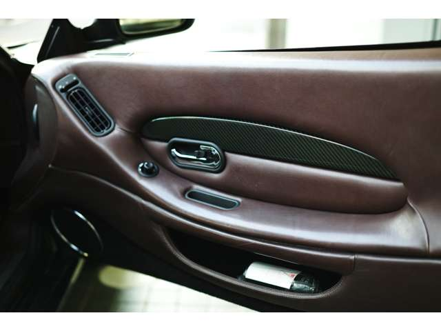 カーボンインテリアトリム Aston Martin DB7 Zagato 世界限定99台(008/099)
