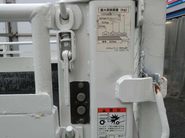 パワーゲートの動作スイッチです。左右についておりますので、道路工事関係や重量物を運搬される方などもご安心して積載していただけます!