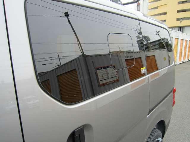 オプションプライバシー小窓付きガラス装着済み