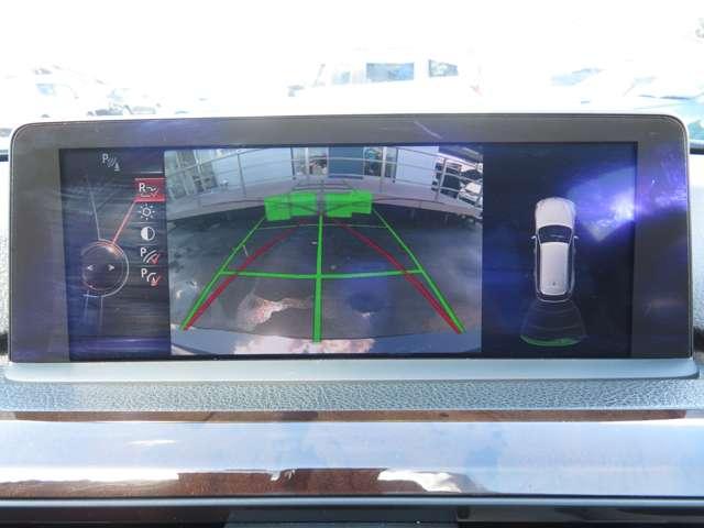 駐車時も安心のバックカメラ、コーナーセンサー付き!