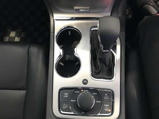 セレクテレインシステムに加えて指先一つで車高を調整できるエアサスペンション機能付きです。