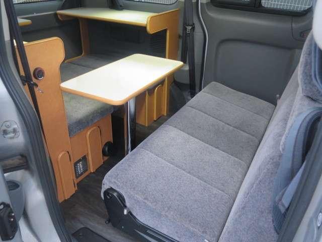 反転して対面座席として使用が出来ます!テーブルは取り外し可能です!