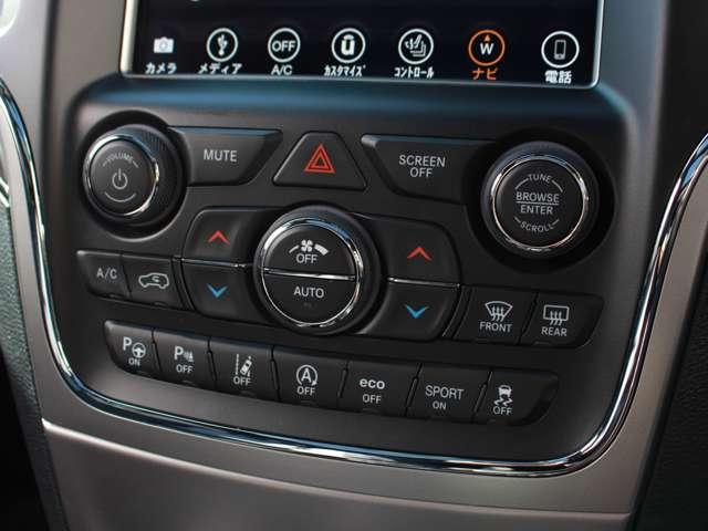 ドライバーをサポートする「車線逸脱警報プラス」は、車両が車線の外側に出ている場合やドライバーが一定時間ハンドルから手を離している場合、警告音や警告ランプでドライバーに注意を喚起します。