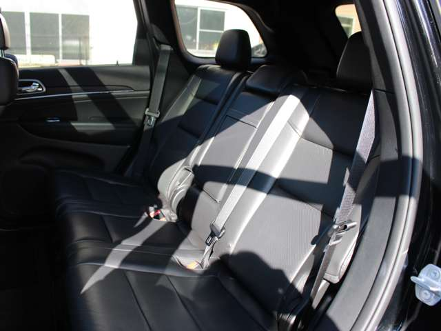 リミテッドグレード以上には、セカンドシートにもシートヒーターが標準装備されております。使用感も少なくキレイな状態を保っております。