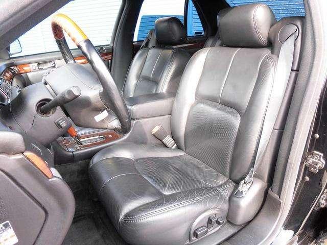 これもまた、希少な前席ブラック本革シートになります!当社では内装にとことん拘った車しか仕入れ販売しておりませんので当然キレイな状態です!グッドコンディションですよ!!