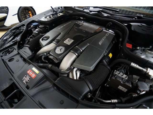 メルセデスAMG 5.5L V型8気筒直噴ツインターボエンジン 585PS、800Nm